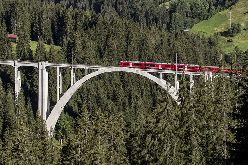 Arosa Line train on the Langwieser Viaduct