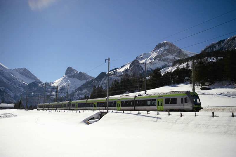 Lötschberger Regio Express in winter