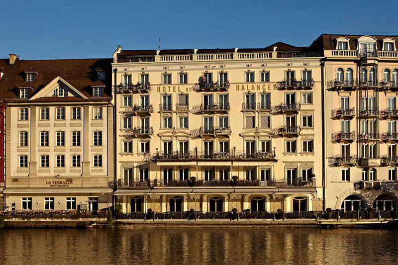 The Des Balances is a historic hotel on the waterfront