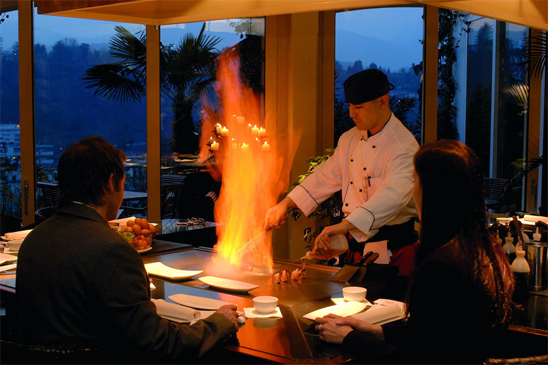 Enjoy Japanese specialities at the Tsukimi Tei restaurant