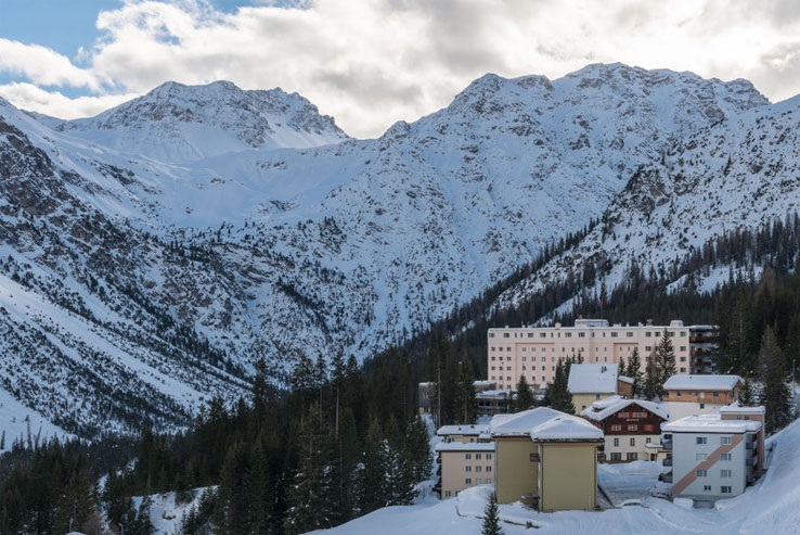 Sunstar Hotel Arosa in winter