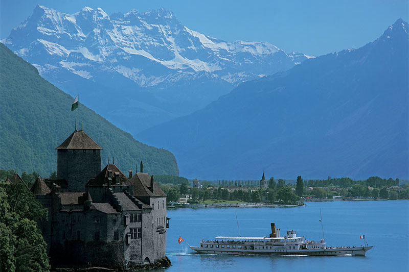 Mountain backdrop with Chillon