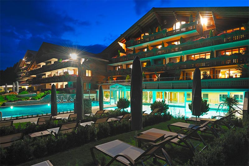 Ermitage Wellness and Spa Hotel by night