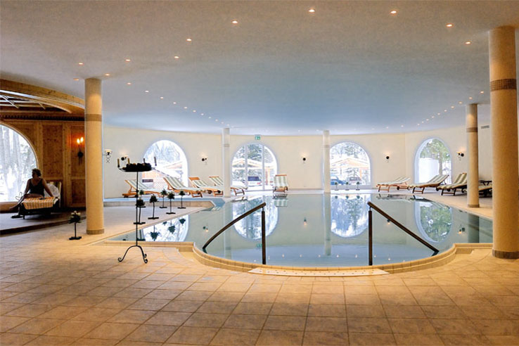 Swimming pool at the Doldenhorn