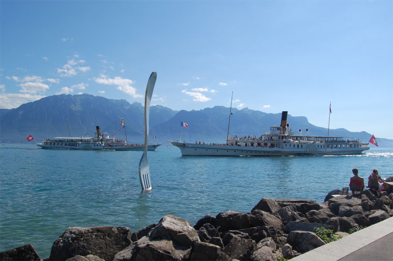 The Nestlé Alimentation sculpture on Lake Geneva