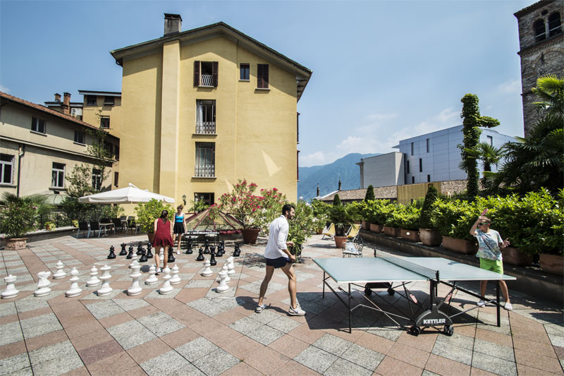 The hotel offers table tennis and giant chess