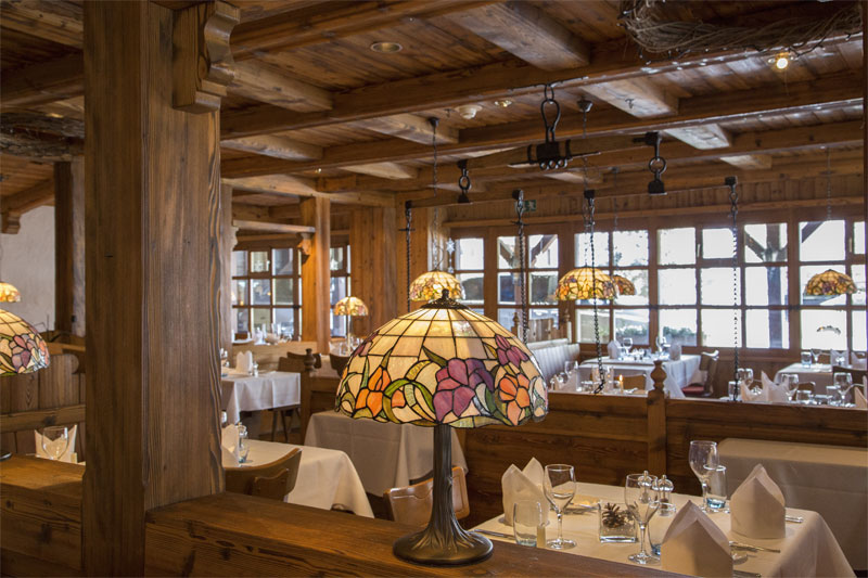 Enjoy an evening meal in the Adlerstube restaurant
