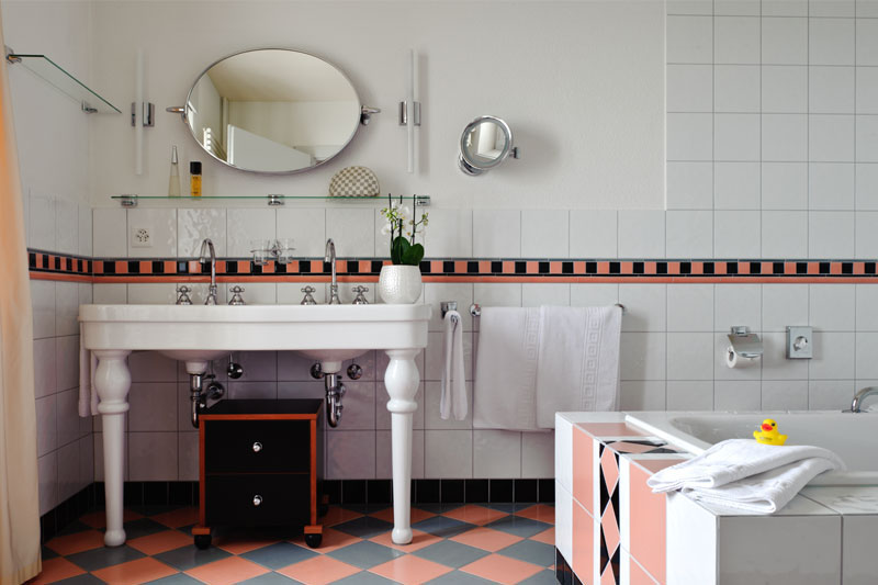 Example of a vintage bathroom